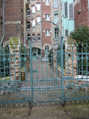 Immeuble dit Castel Béranger -  Art Nouveau iron gate — Castel Béranger, Paris.