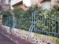 Immeuble dit Castel Béranger -  Art Nouveau iron fence — Castel Béranger, Paris.