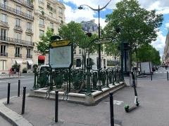 Métropolitain, station Kléber - Français:   Entrée de la station de métro Kléber, Paris.