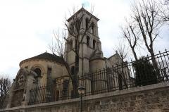 Eglise Saint-Pierre-de-Montmartre - Deutsch: de:St-Pierre de Montmartre von der hinteren westlichen Seite Basilika de:Sacré-Cœur de Montmartre aus gesehen (März 2015)