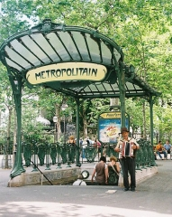 Métropolitain, station Abbesses - English: Exterior of Abbesses metro station one of the last of the original Art Nouveau canopies left in Paris.