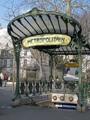 Métropolitain, station Abbesses - English: The Abbesses station on the Paris: this one of only three surviving art nouveau entrance canopies on the Paris Metro