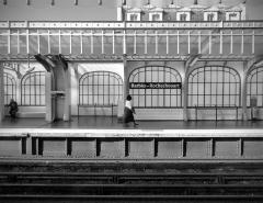 Métropolitain, station Barbès-Rochechouart - Français:   Quai de la station de métro Barbès-Rochechouart (ligne 2) - Paris 9,10 et 18e