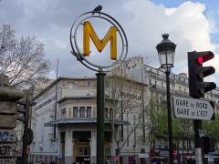 Métropolitain, station Barbès-Rochechouart -  Paris Barbès  architecture style néo-égyptien 1920