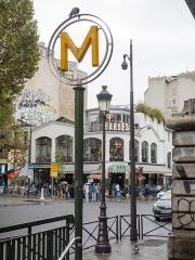 Métropolitain, station Barbès-Rochechouart -  Paris