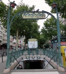 Métropolitain, station Blanche -  Metropolitain Blanche, Boulevard de Clichy, Montmartre