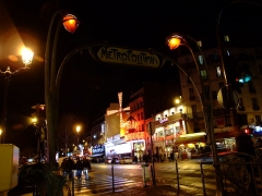 Métropolitain, station Blanche -  Station de métro Blanche par Hector Guimard, Place Blanche et Bal du Moulin Rouge de nuit, Paris, France.