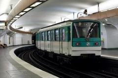 Métropolitain, station Pigalle - English: MF 67 on Pigalle station, Line 12 of Paris Metro.