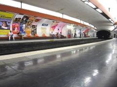 Métropolitain, station Pigalle -  Description: Station Pigalle sur la ligne 12 du Métro  Place: Paris, France Date: 2006 Author:  Pline photo personnelle