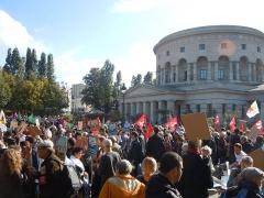 Ancienne barrière d'octroi de la Villette ou rotonde de la Villette - Français:   Place de la Bataille de Stalingrad et La Rotonde lors de la manifestation du 15 octobre 2016 contre les accords du CETA