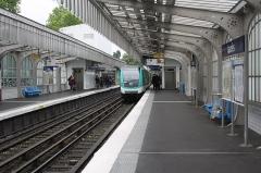 Métropolitain, station Jaurès - Deutsch: Métrostation Jaurès der Linie 2 in Paris