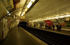Métropolitain, station Jaurès - Deutsch: Station Jaurès der Métrolinie 5 in Paris