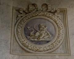 Hospice Debrousse - Français:   Peinture murale, médaillon de putti symbolisant l\'eau, un des quatre éléments (par Henri Piètre). Salon du Pavillon de l\'Ermitage, Paris XXème arrondissement, France.
