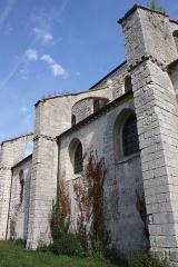 Collégiale Saint-Martin - Deutsch: Ehemalige Kollegiatskirche Saint-Martin in Champeaux (Seine-et-Marne) im Département Seine-et-Marne in der Region Île-de-France (Frankreich), Strebepfeiler, Ansicht von Süden
