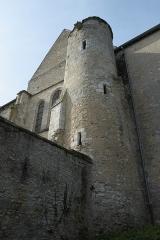 Eglise - Deutsch: Katholische Kirche Notre-Dame et Saint-Laurent in Grez-sur-Loing im Département Seine-et-Marne (Île-de-France/Frankreich), von Nordosten