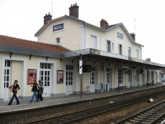 Rotonde SNCF - English: Longueville station on mainline to Basel and the Francilien P-line.