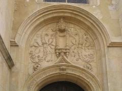 Eglise Notre-Dame -  Linteau du portail droit de la collégialer Notre Dame de Melun.  Author/Auteur:Tej