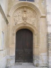 Eglise Notre-Dame - Français:   Porte de droite de la façade Ouest de la collégiale Notre-Dame de Melun.