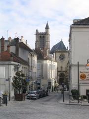 Eglise Saint-Aspais - Français:   La rue du miroir, dans le quartier Saint-Aspais à Melun (Seine-et-Marne, France).