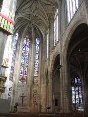 Eglise Saint-Aspais -   Interieur de l\'église saint aspais à Melun, France. Interior de la iglesia Saint Aspais de Melun.  Auteur/Author: Tej