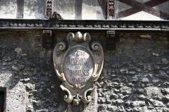 Maisons néogothiques - Deutsch: Maison du Bon Saint-Jacques, place Royale, in Moret-sur-Loing im Département Seine-et-Marne (Île-de-France)