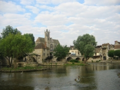 Pont de Moret -  Moret-sur-Loing, Seine-et-Marne, France: vue du pont
