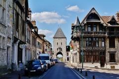 Portes de Paris et de Bourgogne - Deutsch: Semois-Tor und Haus Raccolet, Moret-sur-Loing, Département Seine-et-Marne, Region Île-de-France, Frankreich