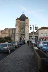 Portes de Paris et de Bourgogne - English: Moret-sur-Loing, France