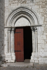 Eglise Saint-Clair-Saint-Léger - Deutsch: Katholische Pfarrkirche Saint-Clair-Saint-Léger in Souppes-sur-Loing im Département Seine-et-Marne in der Region Île-de-France (Frankreich), Portal aus dem späten 12. Jahrhundert