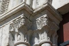 Eglise Saint-Clair-Saint-Léger - Deutsch: Katholische Pfarrkirche Saint-Clair-Saint-Léger in Souppes-sur-Loing im Département Seine-et-Marne in der Region Île-de-France (Frankreich), Kapitelle am Portal aus dem späten 12. Jahrhundert