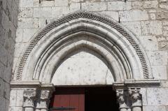 Eglise Saint-Clair-Saint-Léger - Deutsch: Katholische Pfarrkirche Saint-Clair-Saint-Léger in Souppes-sur-Loing im Département Seine-et-Marne in der Region Île-de-France (Frankreich), Portal aus dem späten 12. Jahrhundert, Archivolten