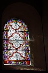 Eglise Saint-Clair-Saint-Léger - Deutsch: Katholische Pfarrkirche Saint-Clair-Saint-Léger in Souppes-sur-Loing im Département Seine-et-Marne in der Region Île-de-France (Frankreich), ornamentales Bleiglasfenster