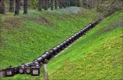 Bâtiments de la machine de Marly (également sur commune de Louveciennes) - English: Marly Machines. Cast iron piping on the hill of Bougival.