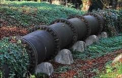 Bâtiments de la machine de Marly (également sur commune de Louveciennes) - English: Marly Machines. Detail of piping in cast iron on the hill of Bougival.