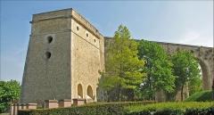 Bâtiments de la machine de Marly (également sur commune de Louveciennes) - English: Marly Machines. The water tower of the Levant.