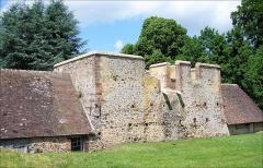 Bâtiments de la machine de Marly (également sur commune de Louveciennes) - English: Marly Machines. The ancient blast furnaces of Dampierre.