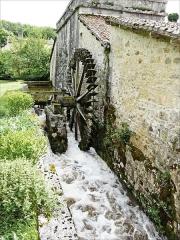 Bâtiments de la machine de Marly (également sur commune de Louveciennes) - English: Marly Machines.Water wheel for the blower of the forge.