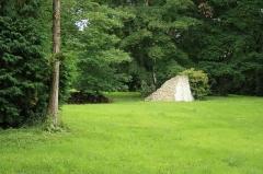 Domaine dit Désert de Retz - English:   Ruins of greenhouses in the Désert de Retz park in Chambourcy, France