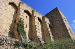 Château de la Madeleine (ruines) - English: Side of Castle Madeleine in Chevreuse, France