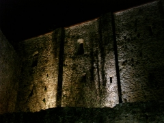 Château de la Madeleine (ruines) - English: Castle Madeleine by night in Chevreuse, France
