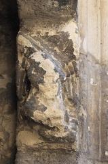 Eglise Saint-Léonard et Saint-Martin - Deutsch: Katholische Kapelle Saint-Léonard, ehemalige Pfarrkirche, in Croissy-sur-Seine im Département Yvelines (Île-de-France/Frankreich), Konsole am Portal