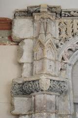 Eglise Saint-Léonard et Saint-Martin - Deutsch: Katholische Kapelle Saint-Léonard, ehemalige Pfarrkirche, in Croissy-sur-Seine im Département Yvelines (Île-de-France/Frankreich), südliche Seitenkapelle, Portal im Flamboyant-Stil