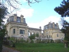 Ancien château de Madame du Barry - Français:   Pavillon dans l\'ancien domaine du Barry à Louveciennes (Yvelines, France)