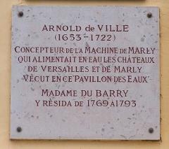 Ancien château de Madame du Barry - Français:   Plaque commémorative d\'Arnold de Ville sur le Pavillon des Eaux, chemin de la Machine au village de Voisins à Louveciennes (Yvelines, France)