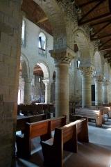 Eglise Sainte-Anne-de-Gassicourt - Deutsch: Kirche Sainte-Anne in Gassicourt, einem Stadtteil von Mantes-la-Jolie im Département Yvelines (Île de France), Langhaus