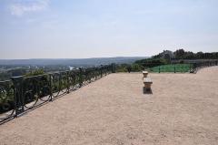 Restes du château Neuf - Français:   Grande terrasse de Saint-Germain-en-Laye dans les Yvelines en France construite suivant les plans d\'André Le Nôtre.