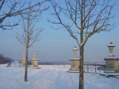 Restes du château Neuf - Français:   Parc du château de Saint-Germain en Laye, vue de la terrasse en enfilade sous la neige.