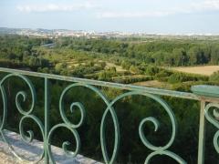 Restes du château Neuf -  Terrasse du château de Saint-Germain-en-Laye, vue depuis la ballustrade vers Carrière-sur-Seine.