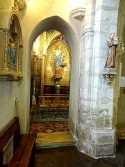Eglise - Français:   Intérieur de l\'église - voir titre.