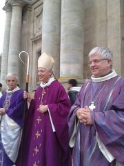 Cathédrale Saint-Louis - Français:   Mgr Aumonier évêque de Versailles, et Mgr Olivier Leborgne à la fin de la messe d\'action de grâce pour les 10 ans de service comme Vicaire général avant de devenir évêque d\'Amiens